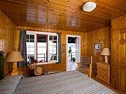 Killarney Lodge - Rustic Canadian furnishings