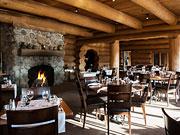 Hôtel Sacacomie - Rustic dining room