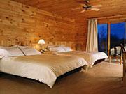 Hôtel Sacacomie - Comfortable wood paneled double room
